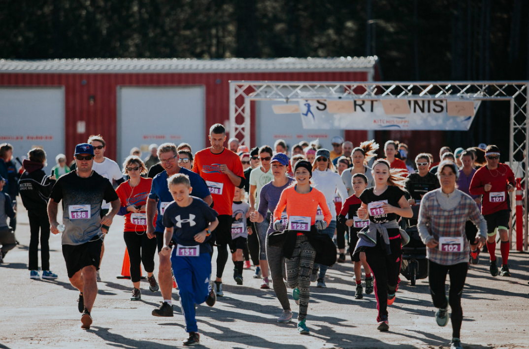 participants running in the 2017 Kitchissippi Run